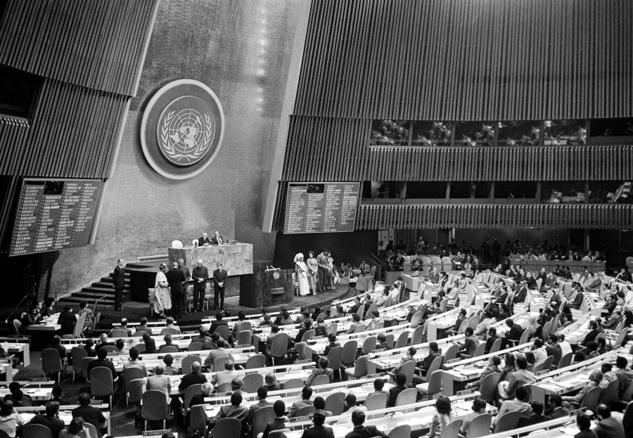 The General Assembly held a special meeting today to observe International Anti-Apartheid Year. In the course of the special meeting, gold medals were presented to seven persons for distinguished service against apartheid. Secretary-General Kurt Waldheim presenting the awards. 11/Oct/1978. UN Photo/Saw Lwin. www.unmultimedia.org/photo/